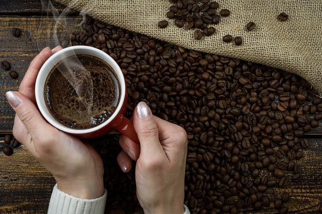Ученые объяснили, почему пить кофе стоит только после завтрака - Cursorinfo: главные новости Израиля